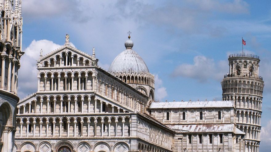 La triada en la Piazza dei Miracoli; el Baptisterio, el Duomo y la Torre de Pisa. Pedro (CC)