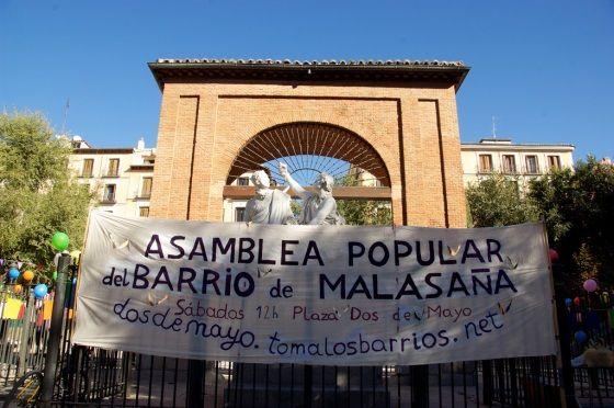 Pancarta de la asamblea en la plaza | Foto de la Asamblea Popular de Malasaña