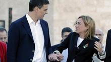 El líder del PSOE, Pedro Sánchez, junto a Carme Chacón en una imagen de archivo.