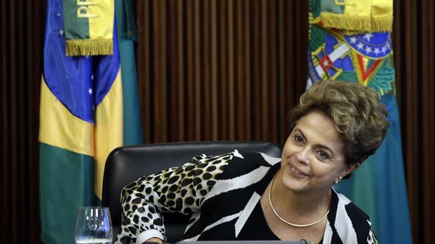 Rousseff viaja a Buenos Aires para la investidura de Macri