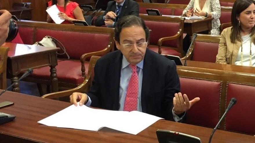 El senador del PP y portavoz en la comisión de investigación de la financiación de partidos en el Senado, Luis Aznar.