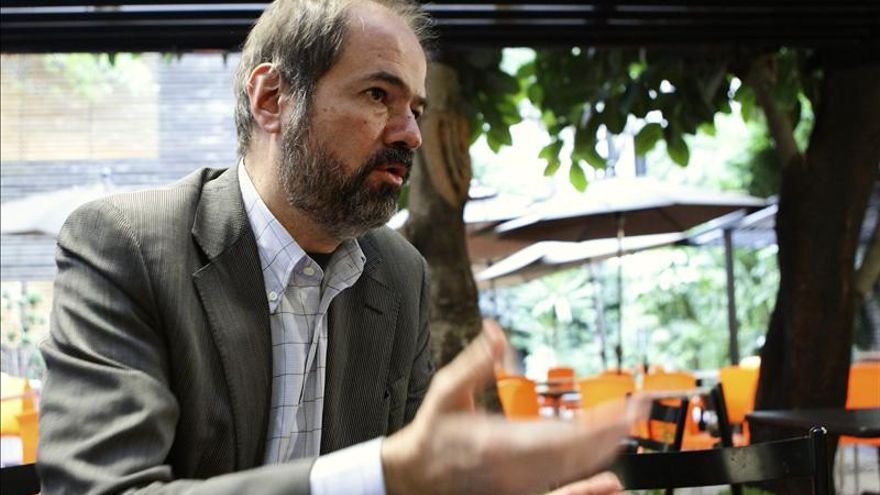 """Juan Villoro cree que """"el PRI debe pasar de las intenciones a los hechos"""""""