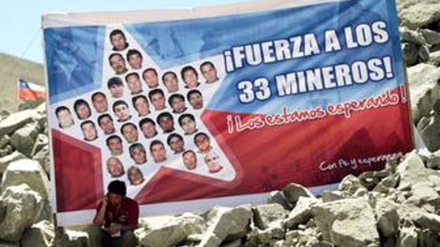 Cartel de apoyo a los mineros de Chile
