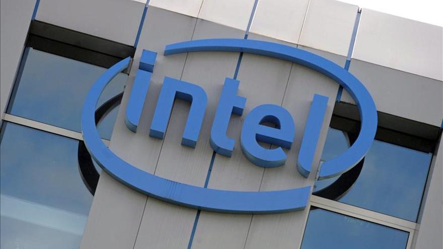 Intel dice que impulsará los dispositivos ponibles con ordenadores del tamaño de un botón
