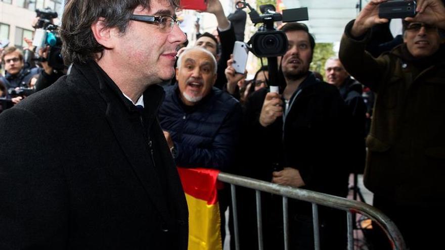 """Abogado de Puigdemont se define como """"vaquero pobre y solitario"""""""