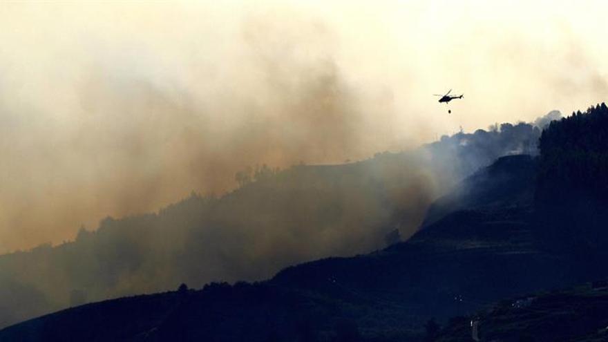 Grave incendio de la Cumbre.EFE/Ángel Medina