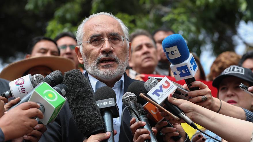 El expresidente boliviano Carlos Mesa contrae la covid-19 y guarda reposo