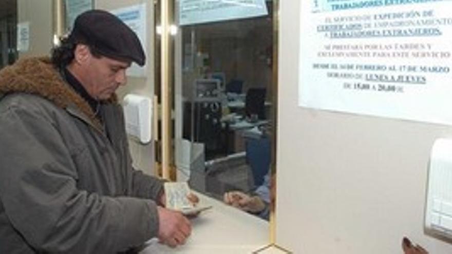 29 médicos canarios se declaran objetores para atender a 'sin papeles'