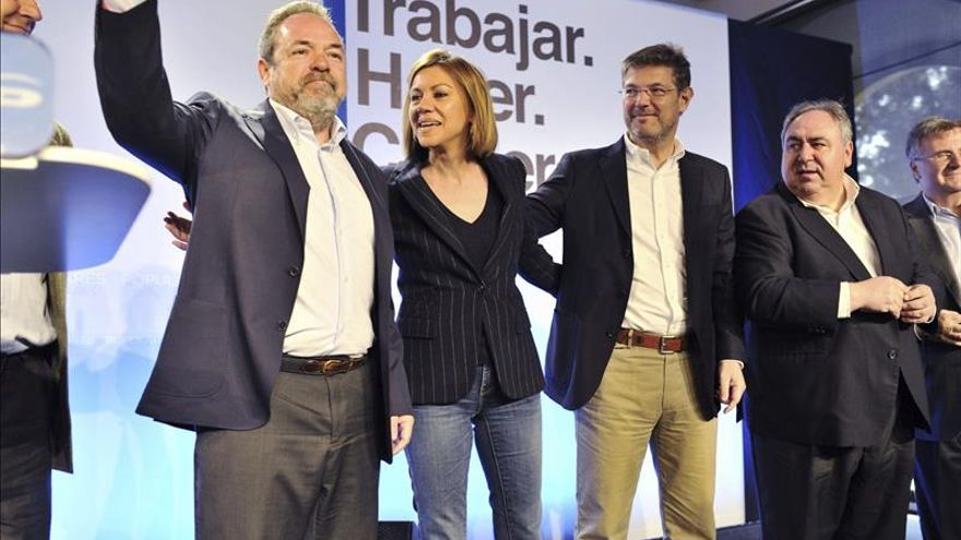 Cospedal dice que hay que echar a los corruptos, pero defender y respetar la política