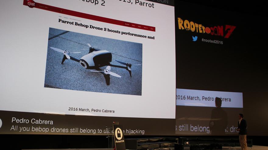Parrot lanzó hace unos meses el Bebop 2, que también genera una red wifi abierta