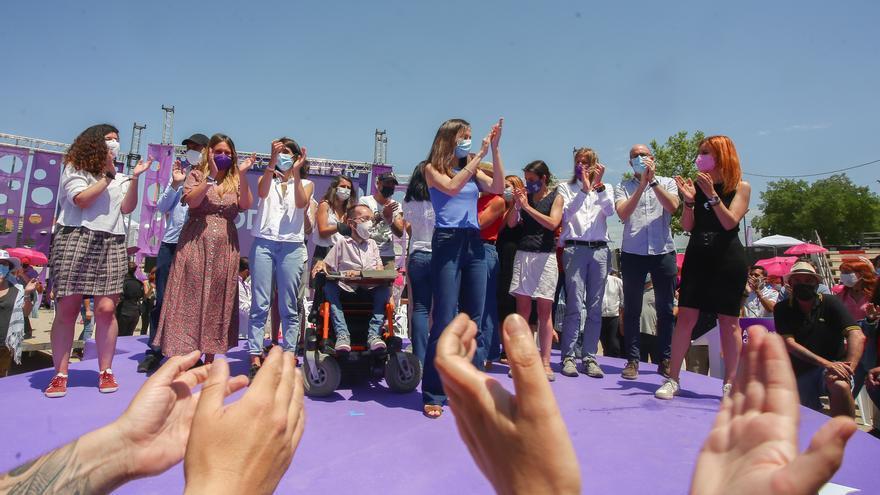La nueva líder de Podemos, Ione Belarra, aplaude tras ser elegida como secretaria general del partido con el 89% de los votos con su candidatura `Crecer´, en la IV Asamblea Ciudadana Estatal de Podemos, a 13 de junio de 2021, en el Auditorio Parque de Luc