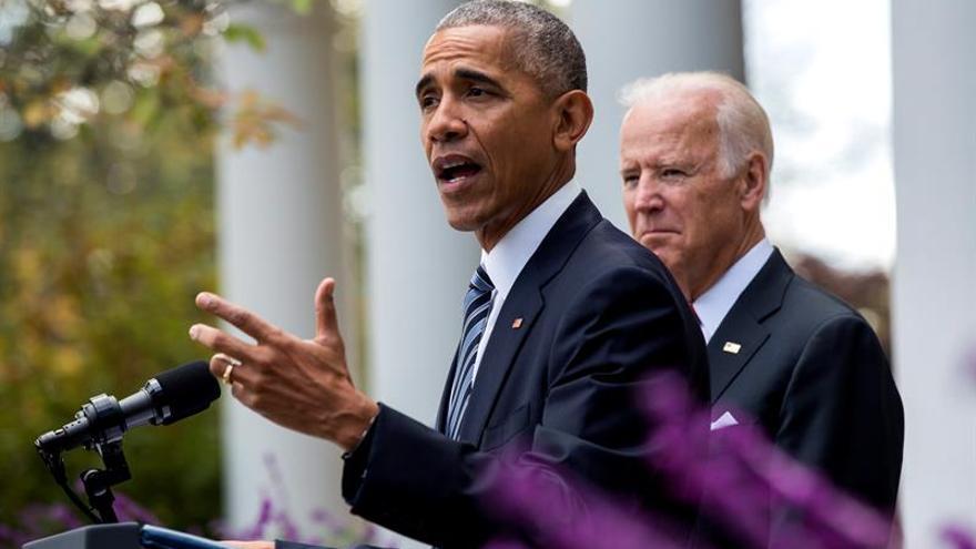 """Obama: """"Todos queremos"""" que Trump tenga éxito en """"unir y liderar"""" a EE.UU."""
