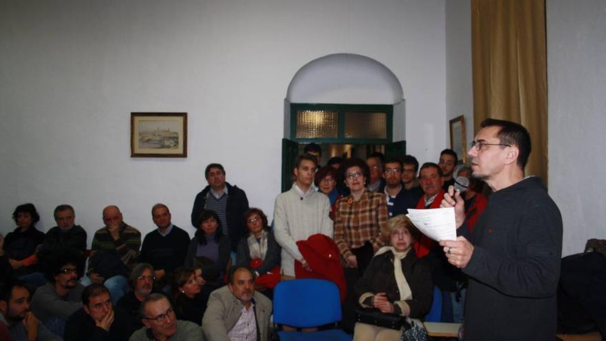 El politólogo Juan Carlos Monedero durante su charla en el Centro Social Rey Heredia.