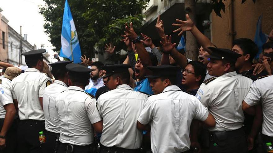 La presión popular hace abortar en Guatemala el pacto que favorecía la corrupción