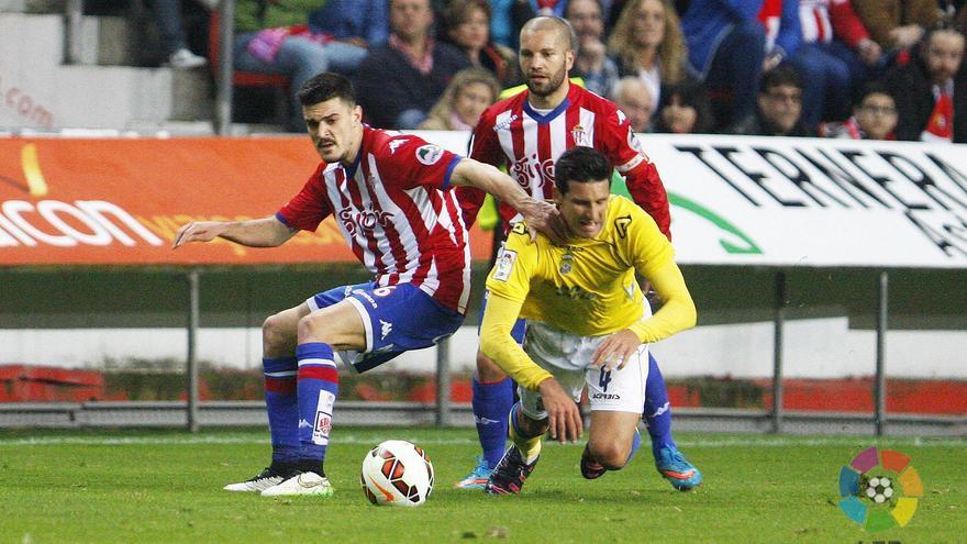 Vicente Gómez en el encuentro entre el Sporting de Gijón y la UD Las Palmas. FOTO: LFP
