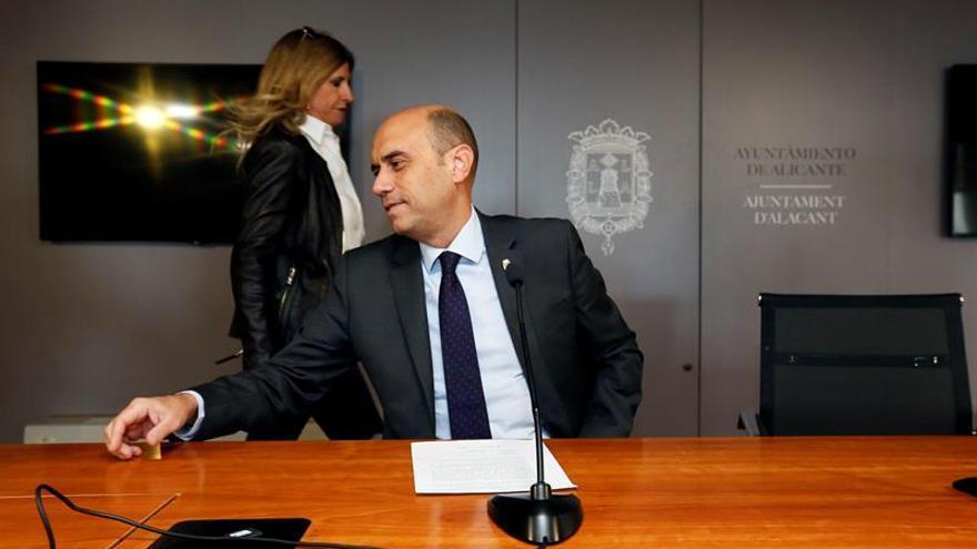 El alcalde de Alicante se niega a dimitir a pesar de su procesamiento