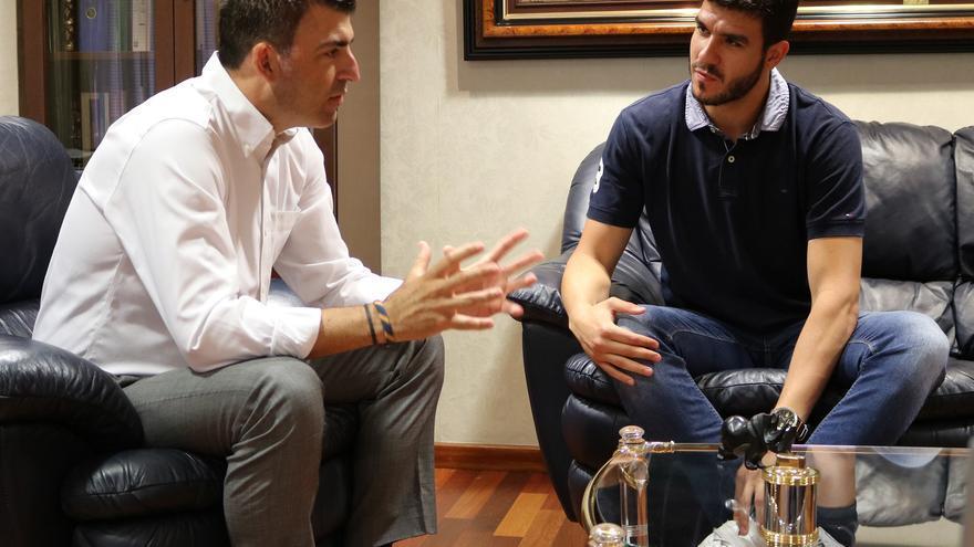 Manuel Domínguez junto a Sergio Rodríguez