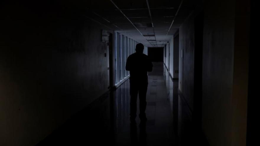 Venezuela a oscuras por otro apagón que el Gobierno denuncia como un ataque