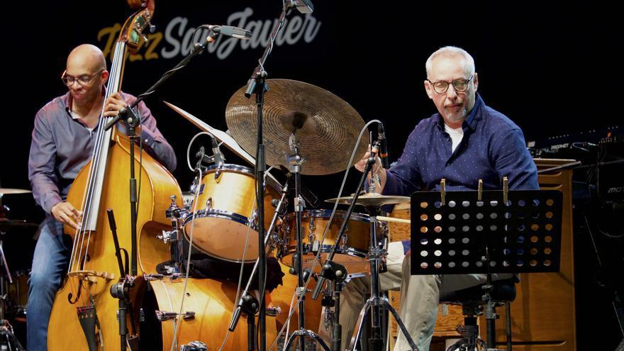Darryl Hall y Mario Gonzi es la sección rítmica que arropa al quinteto