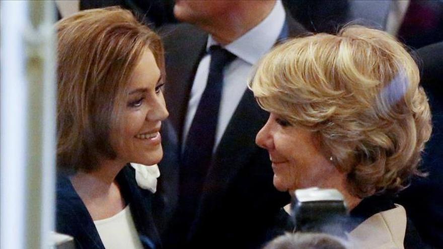 La candidata del PP al Ayuntamiento de Madrid, Esperanza Aguirre, junto a la secretaria general del PP y presidenta de Castilla-La Mancha, María Dolores de Cospedal. / Efe