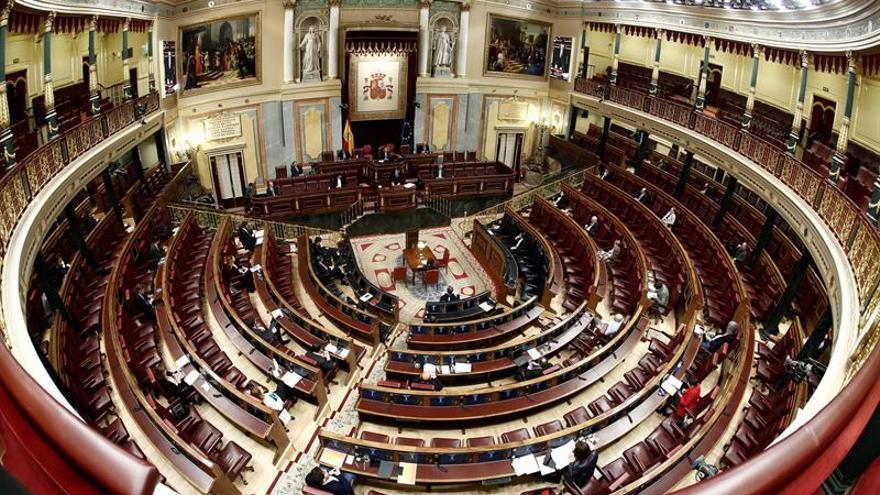 Imagen panorámica de un Congreso casi vacío durante el debate de la prórroga del estado de alarma.