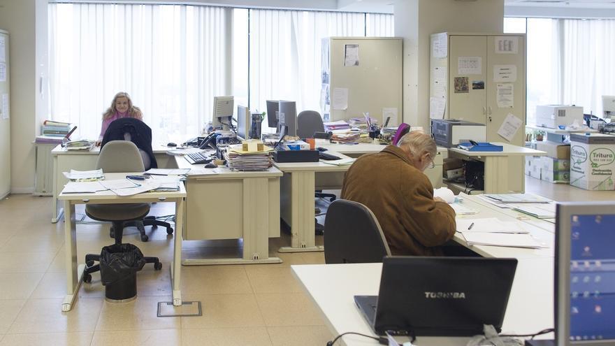 El personal de la administración pública se recorta un 0,7% en un año en Cantabria