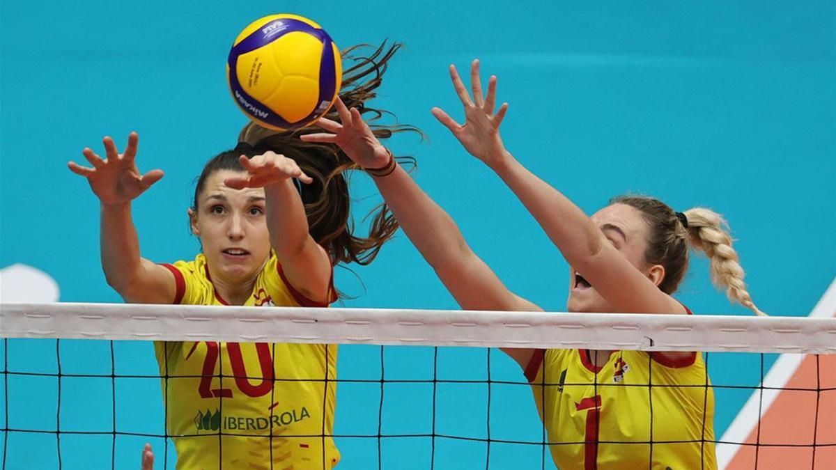 Raquel Montoro, a la izquierda, durante un encuentro con España