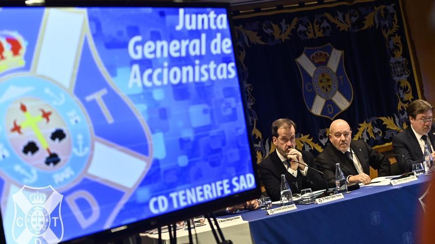 Momento de la celebración de la junta de accionistas del CD Tenerife.