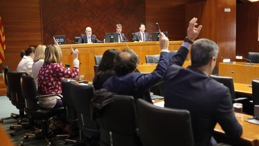 Reunión de la Comisión de Hacienda para debatir las enmiendas presentadas al presupuesto.