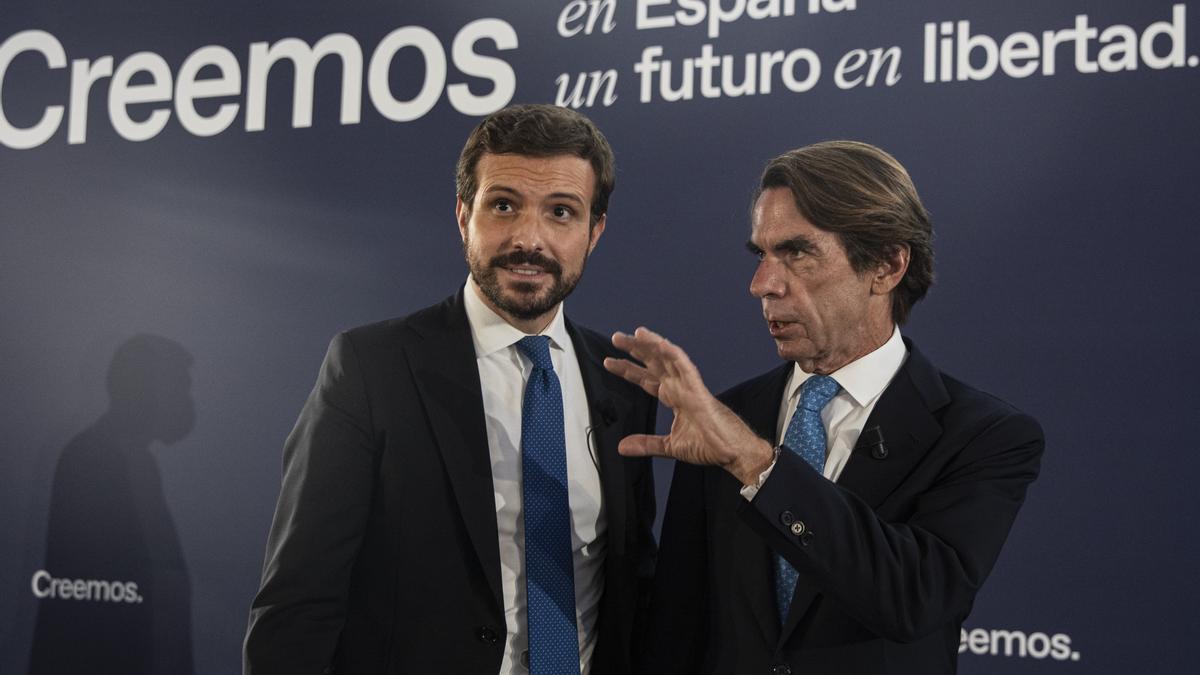 Casado y Aznar en la jornada de Sevilla de la convención del PP.
