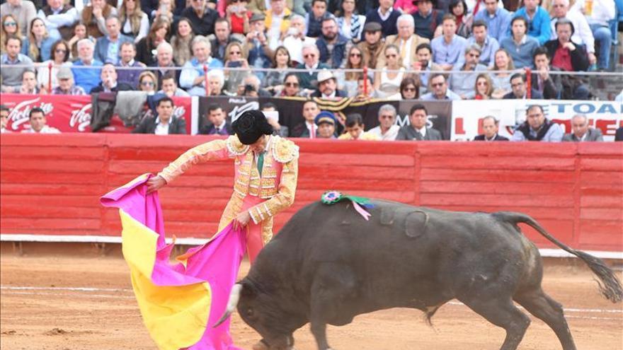 José Tomás detiene su mito y leyenda, pero llena la Plaza México
