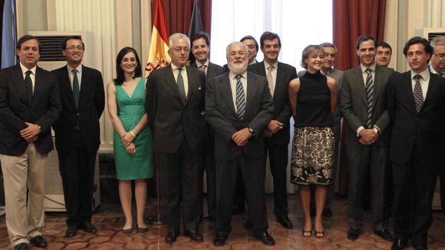 El entonces ministro Cañete, en julio de 2012 junto a los responsables de Tragsa.