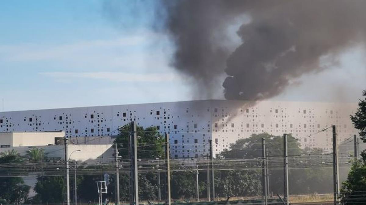 El fuego en la azotea del Centro de Convenciones