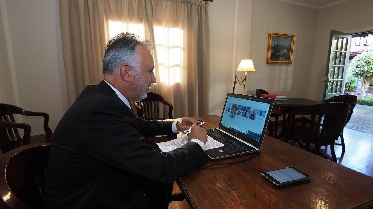 Ángel Víctor Torres, presidente del Gobierno de Canarias, durante el encuentro virtual con el Consejo Canario de Turismo.