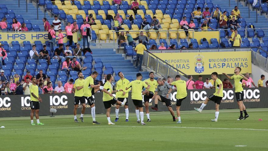 Los jugadores de la UD Las Palmas en el calentamiento del partido del domingo ante el Deportivo.
