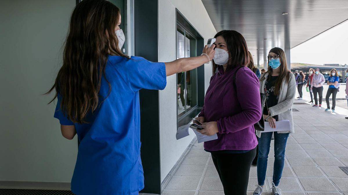 Un tercio de la población vacunable en Extremadura ha recibido al menos la primera dosis