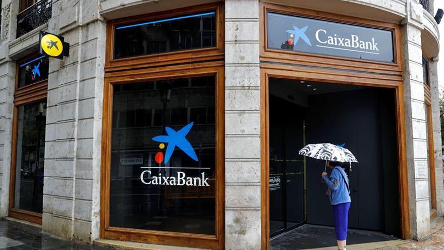 CaixaBank gana la cifra récord de 1.488 millones, el 53,4 por ciento más, al integrar BPI