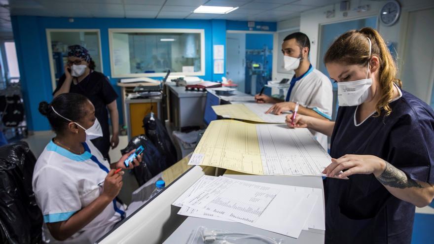 Algunos hospitales franceses empiezan a notar mejoría con el confinamiento