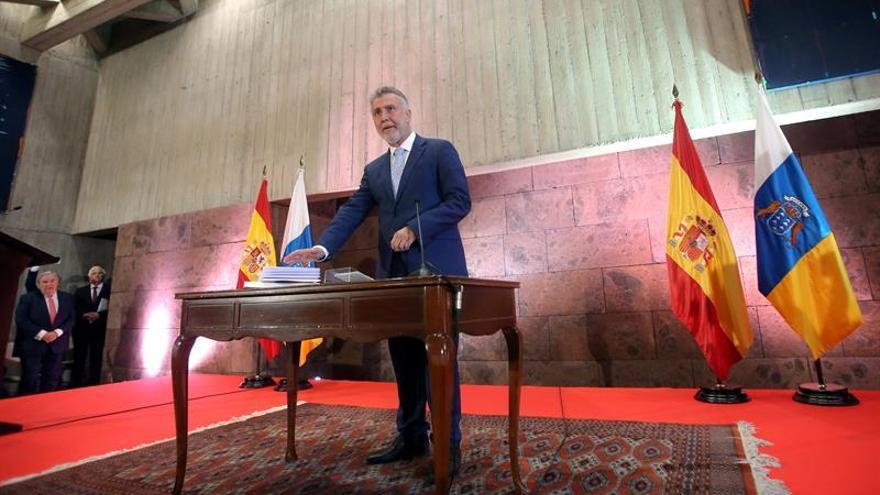 Ángel Víctor Torres promete su cargo como nuevo presidente del Gobierno de Canarias