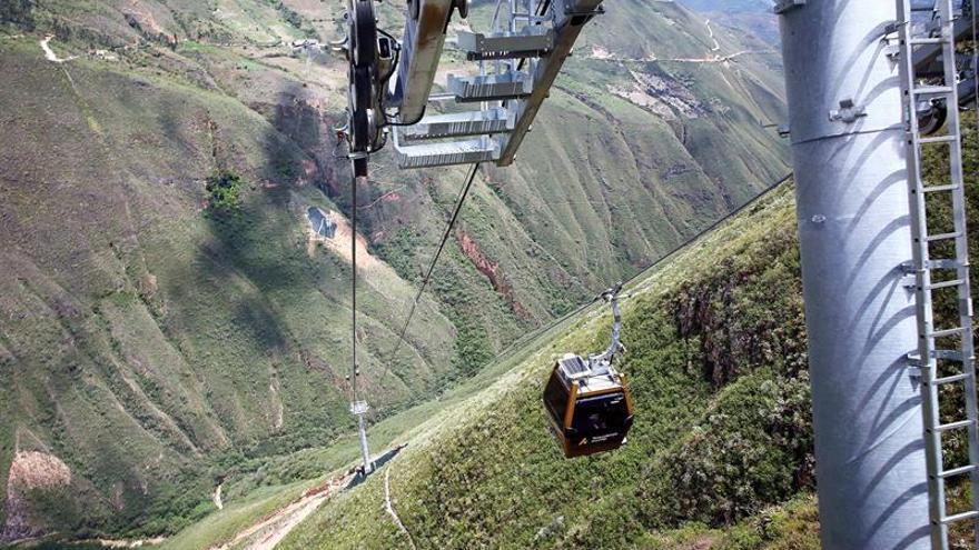 Perú inaugura su primer teleférico en la fortaleza prehispánica de Kuélap