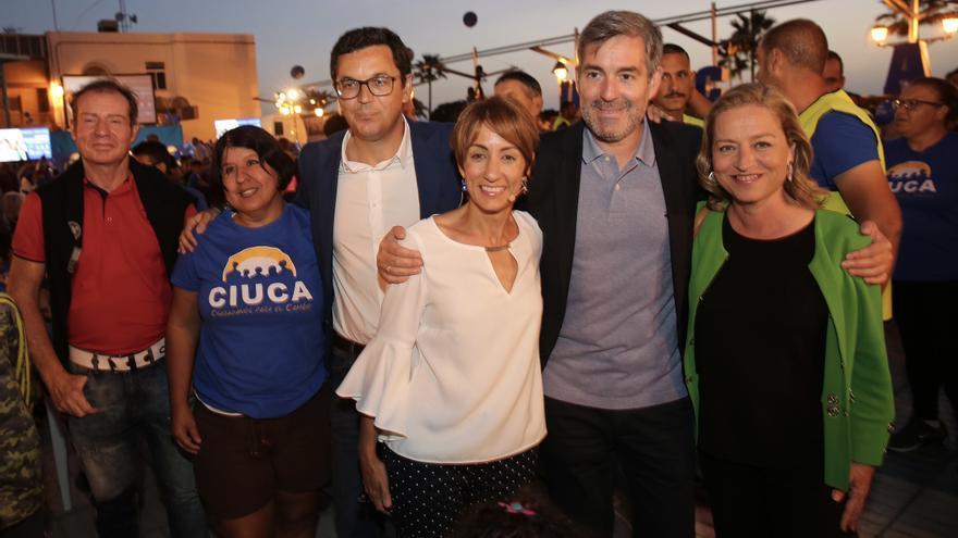 Pablo Rodríguez, Fernando Clavijo y Ana Oramas arropan a Onalia Bueno en la presentación de su candidatura. (ALEJANDRO RAMOS)