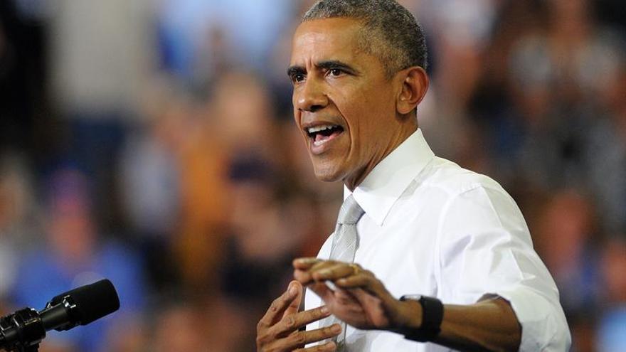 """Obama: El FBI no debe guiarse por """"insinuaciones"""" en la investigación sobre Clinton"""