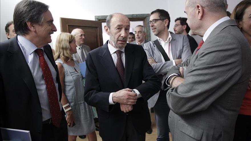 El PSOE cierra filas con Rubalcaba y apoyará la ley de abdicación