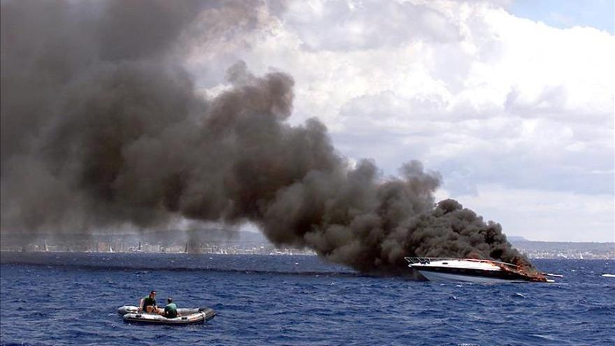 Hallan dos cadáveres en un yate incendiado en un club náutico de Mallorca