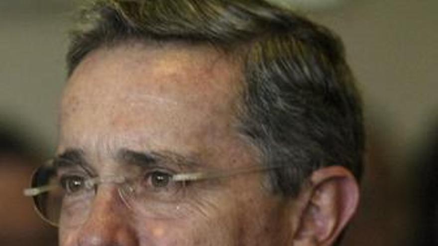 Uribe aclara que su intención es acabar con el terrorismo manteniendo buenas relaciones con sus vecinos