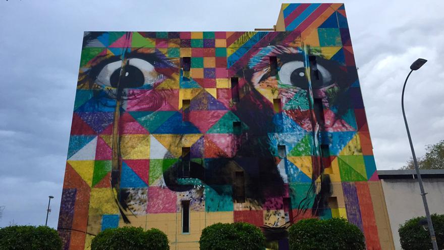 Obra de arte urbano 'Rostro de Salvador Dalí' que el artista brasileño Eduardo Kobra