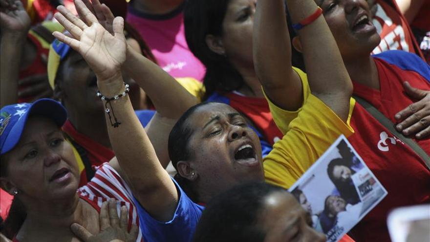 """Oraciones y protestas en Venezuela ante el estado """"muy delicado"""" de Chávez"""