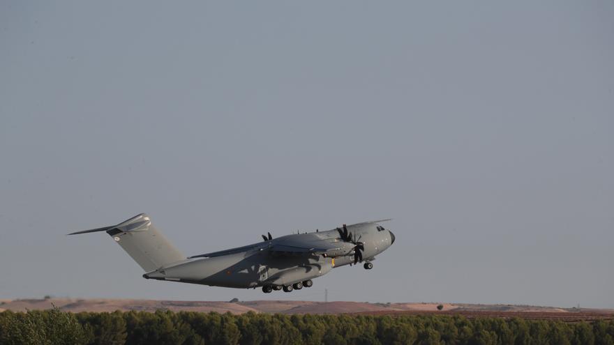 El avión A400M de las fuerzas armadas españolas, despega de Dubái a Kabul para evacuar a los españoles y colaboradores en Afganistán,