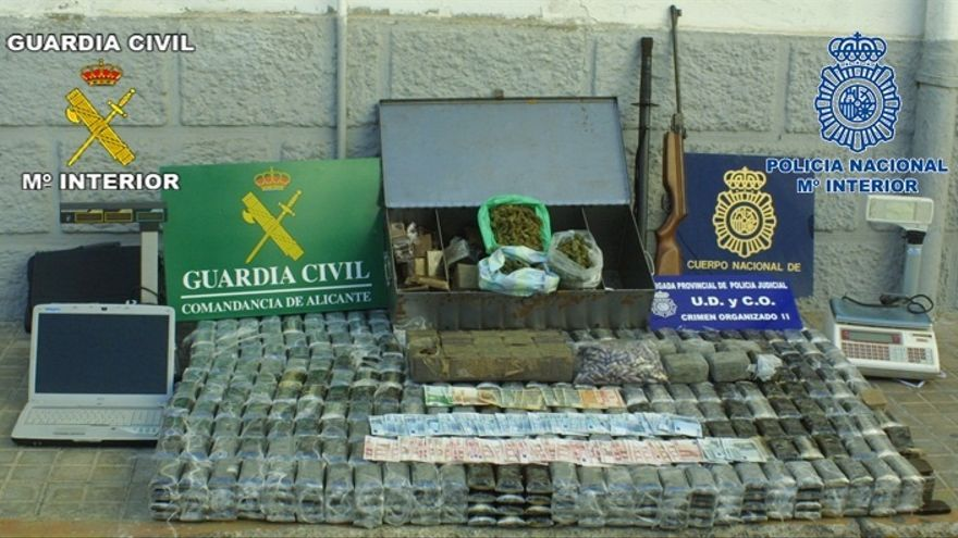 Un funcionario de Prisiones y un Guardia Civil, entre los 63 detenidos de una red que robó grandes cantidades de droga
