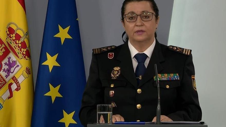 Captura de la señal institucional de Moncloa de la subdirectora general de Recursos Humanos y Formación de la Policía Nacional, comisaria principal Pilar Allué, durante la rueda de prensa.